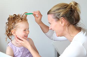 הורים ממליצים: איך משכנעים ילדים לעבור טיפול כינים?
